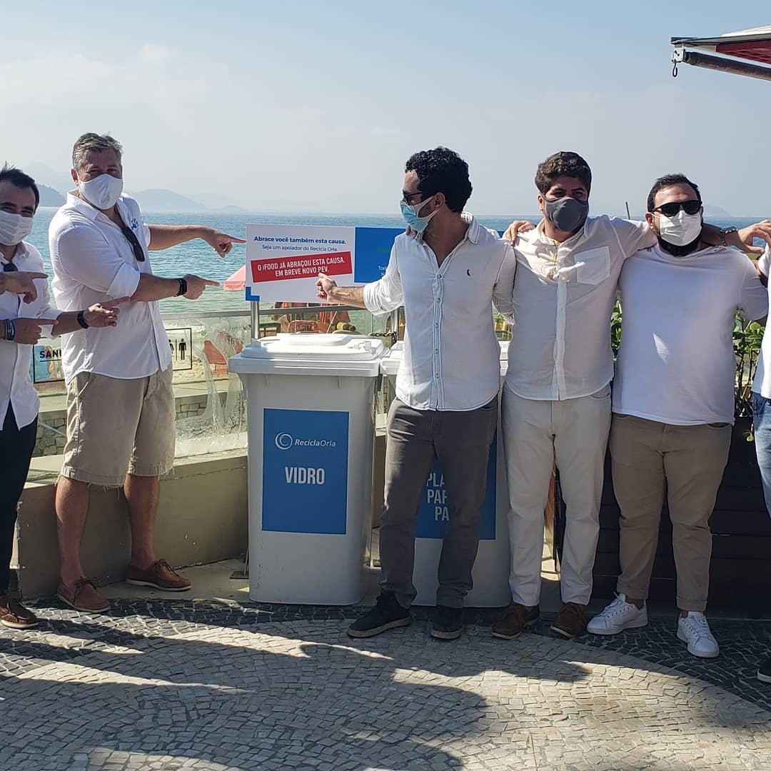 Polen realiza projeto em parceria com a Recicla Orla e recolhe 100 kg recolhidos em 5 horas Copacabana
